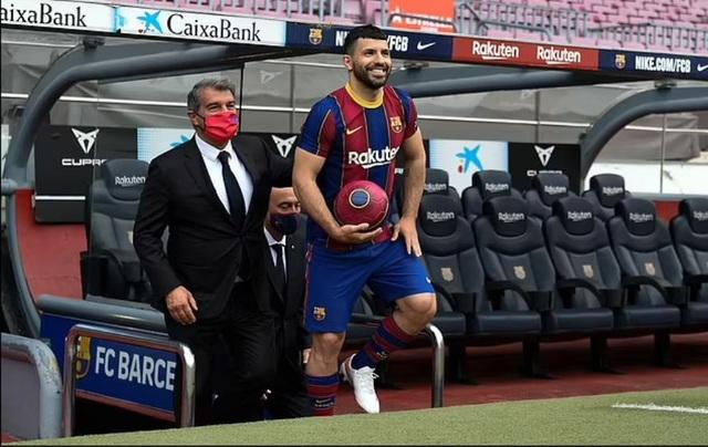 Messi đồng ý ở lại Barcelona thêm 2 mùa giải - 2