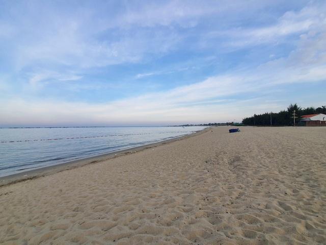 Biển Ninh Thuận vắng lặng không một bóng du khách - 2