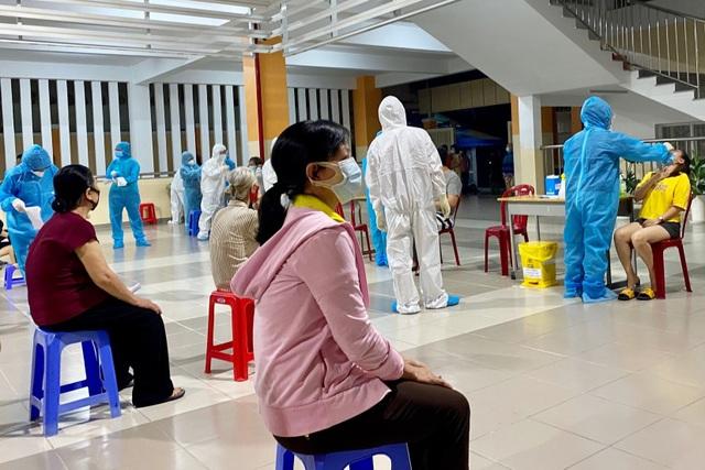 TPHCM: Vì một ca dương tính, khẩn cấp xét nghiệm 2.000 dân - 6