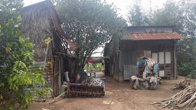 Hàng trăm hộ dân phải tạm trú trong những ngôi nhà rách nát, tạm bợ