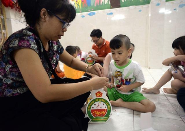 Mang Trung thu đến với bệnh nhi nghèo và trẻ em nhà mở - 1