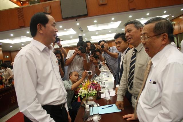 Chủ tịch nước đề nghị, để đón đầu cơ hội, vượt qua thách thức thì đội ngũ doanh nhân Việt Nam phải thực sự là những người lính tiên phong trên mặt trận kinh tế