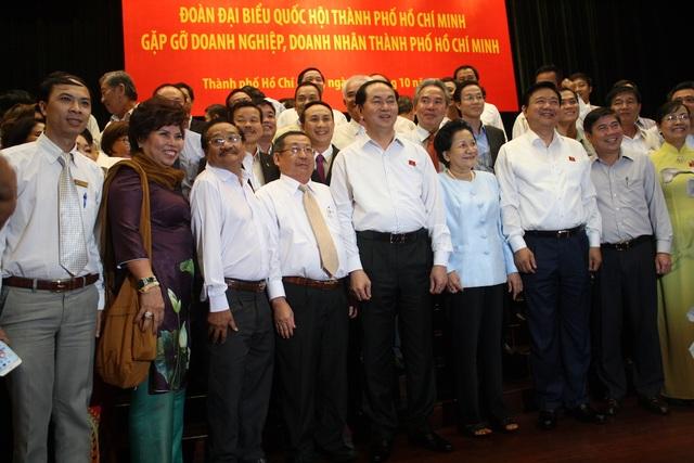 Chủ tịch nước, lãnh đạo TPHCM chụp ảnh cùng cộng đồng doanh nhân