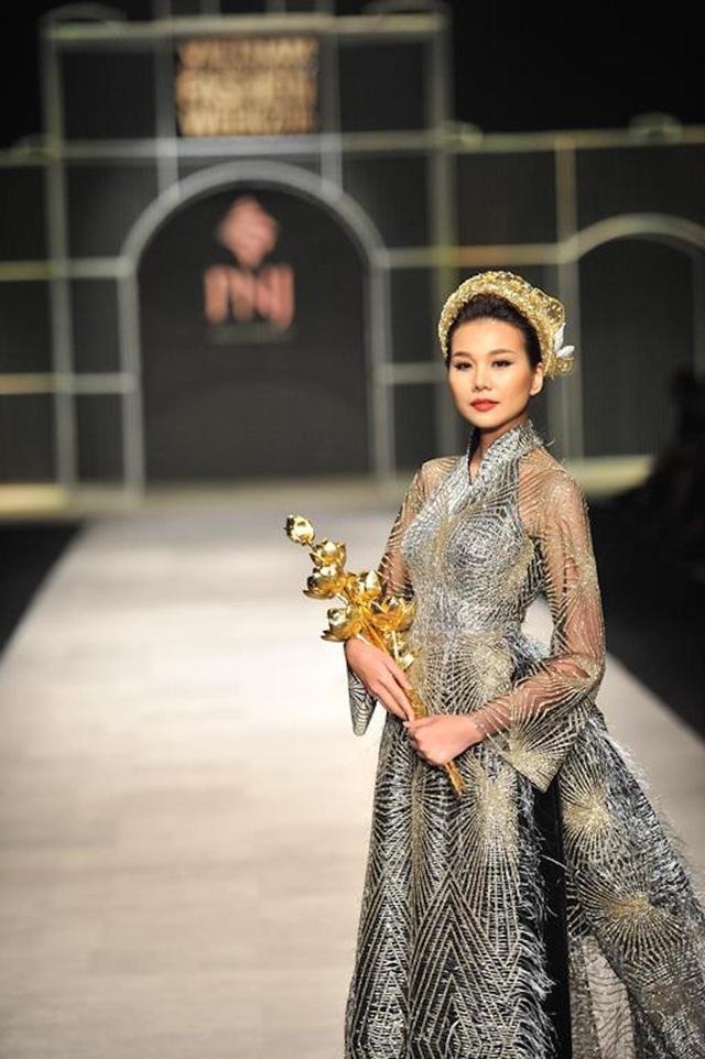 Thanh Hằng diện nguyên cây vàng, diễn xuất thần tại VIFW - 2