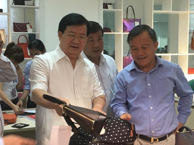 Phó Thủ tướng Trịnh Đình Dũng cho rằng, da giày là ngành của tương lai