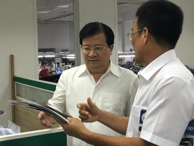 Doanh nghiệp trình bày về những ý tưởng sản phẩm trước Phó Thủ tướng Trịnh Đình Dũng