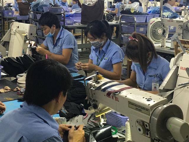 Cơ cấu nội địa hóa của các sản phẩm công nghiệp còn thấp, đặc biệt là những sản phẩm có giá trị lớn xuất khẩu phần lớn là gia công