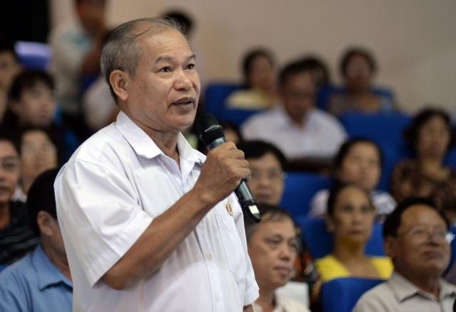 Cử tri Nguyễn Xuân Minh, đại diện cho nhiều hộ dân cư ngụ tại số 116 đường Trần Quốc Toản, phường 7, quận 3 đã bày sự bức xúc về tình cảnh dở khóc, dở cười của các căn hộ tại đây