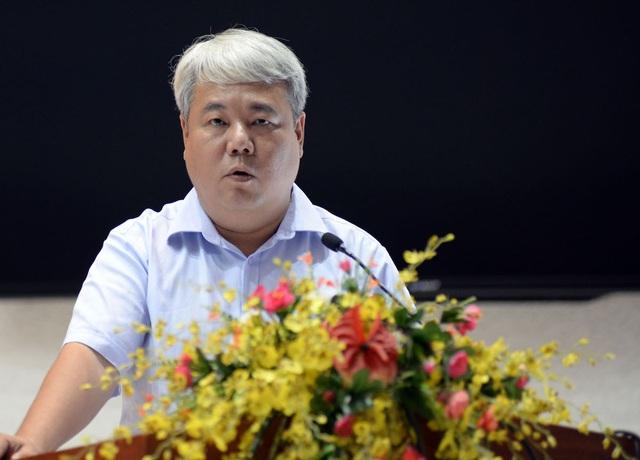 Ông Võ Khắc Thái, Chủ tịch UBND quận 3 trả lời bức xúc của cử tri