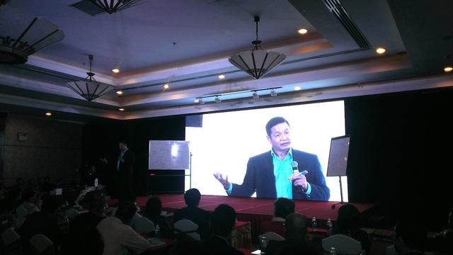 Tiến sĩ Trương Gia Bình, Chủ tịch HĐQT tập đoàn FPT chia sẻ kinh nghiệm khởi nghiệp trước 500 thành viên của của diễn đàn Quản trị và khởi nghiệp được tổ chức tại TPHCM