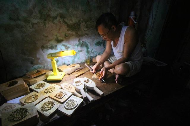 Ông Quang quê gốc Thường Tín, gia đình ông đã có 3 thế hệ gắn bó với nghề truyền thống này