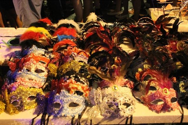 Những chiếc mặt nạ chơi Trung thu khá bắt mắt được rao bán với giá từ 25.000 đồng - 50.000 đồng/chiếc