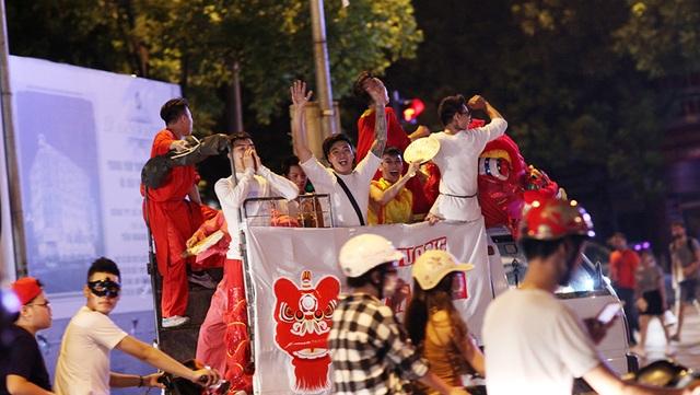 Hình ảnh quen thuộc trên đường phố Hà Nội mỗi dịp Tết Trung thu