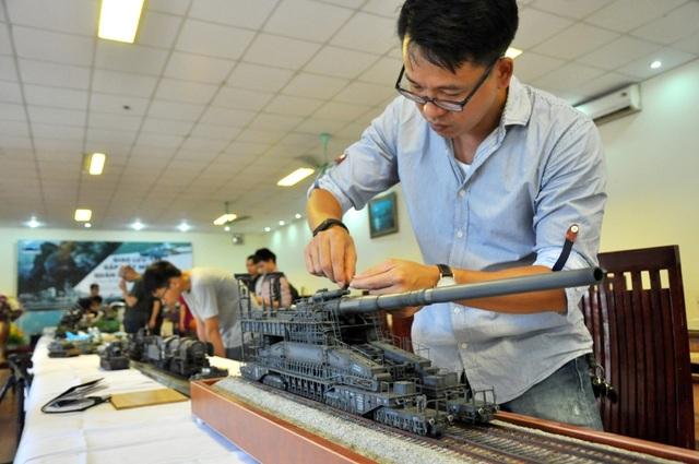 Mô hình khẩu pháo Dora - một trong những khẩu pháo lớn nhất được dùng trong thế chiến thứ 2 của phát xít Đức do anh Vũ Minh Hoàn (Hà Nội) lắp ráp.