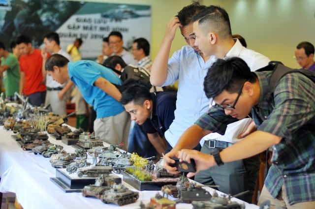 Lần đầu tiên một cuộc gặp mặt quy mô và hoành tráng của những người chơi mô hình quân sự trên khắp cả nước đã được tổ chức ở Hà Nội. Hơn 100 các loại mô hình vũ khí, khí tài hiện đại bậc nhất thế giới cũng được giới thiệu.