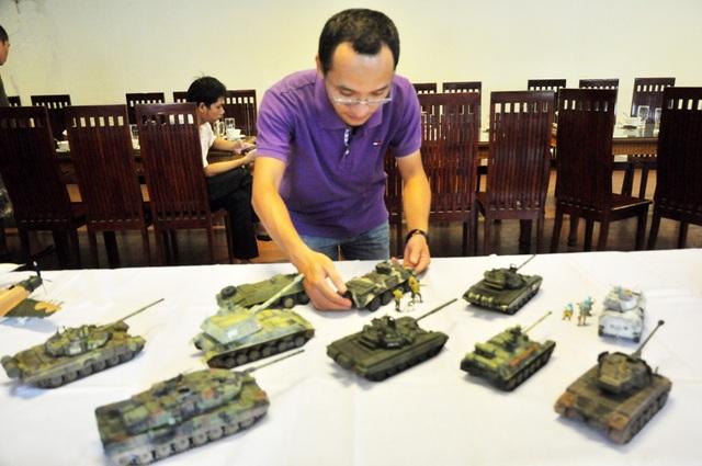 Dàn mô hình xe tăng thiện chiến của anh Vương Huệ (Đống Đa - Hà Nội)