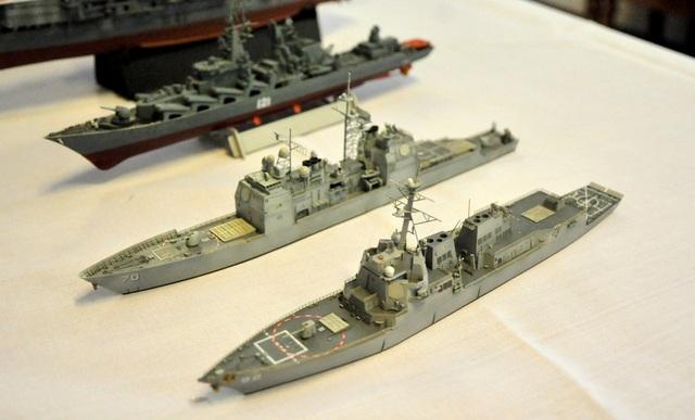 Tàu chiến Momsen và Lake Erie của Mỹ do anh Lê Kim Long (28 tuổi, Sài Gòn) lắp ráp.
