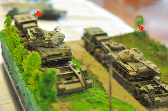 Xe MAZ 537, tăng T62 và pháo phòng không của Quân đoàn I hành quân lên biên giới trong chiến tranh Việt Nam. Mô hình do anh Tango Nguyễn (Hà Nội) lắp ráp.