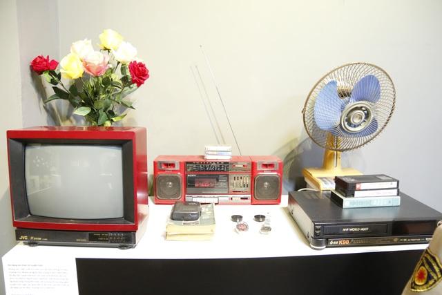 Ti vi đen trắng, đài cassette, quạt điện, đầu băng và đồng hồ Seiko... những vật dụng được xem là hàng hiệu nổi tiếng một thời