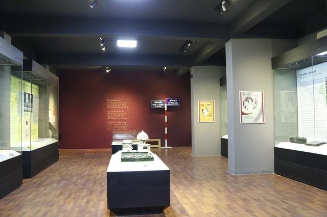 Nhân kỷ niệm 30 năm công cuộc đổi mới đất nước (1986 – 2016), Bảo tàng Lịch sử Quốc gia tổ chức trưng bày triển lãm với chủ đề Đổi mới - Hành trình của những ước mơ. Triển lãm với 200 hiện vật được trưng bày theo 5 chủ đề khác nhau nhằm tái hiện những câu chuyện, dấu ấn về thời kỳ Đổi mới của Đất nước.
