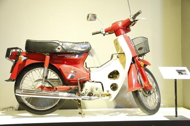 Chiếc xe máy Honda được xem là huyền thoại một thời. Đây là chiếc xe được gia đình ông Nguyễn Trọng Chi (Đào Tấn - Ba Đình - Hà Nội) sử dụng vào năm 1992