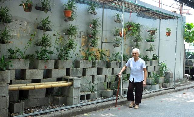 """Chia sẻ về dự định sắp tới, Đàm Thanh Tùng cho biết em cùng với nhóm của mình rất mong muốn được nhân rộng mô hình này. """"Chúng em đang lên kế hoạch khảo sát và nếu được, có thể thời gian tới chúng em sẽ xây dựng các vườn hoa tại cả những khu vực ở ngoại thành Hà Nội nữa"""", Tùng cho biết."""