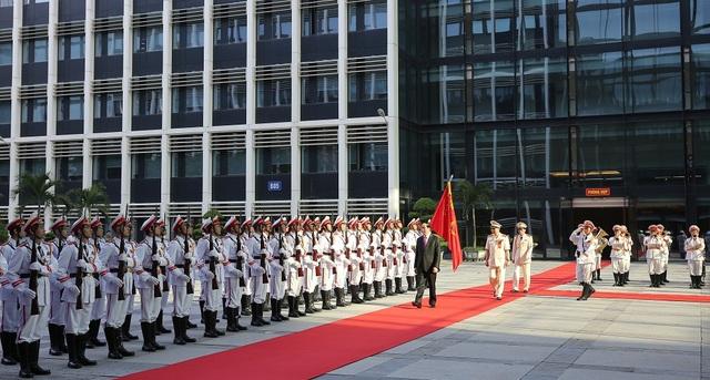 Chủ tịch nước đến tham dự Lễ kỷ niệm 55 Ngày truyền thống của lực lượng Cảnh sát PCCC. Ảnh: Trường Quang