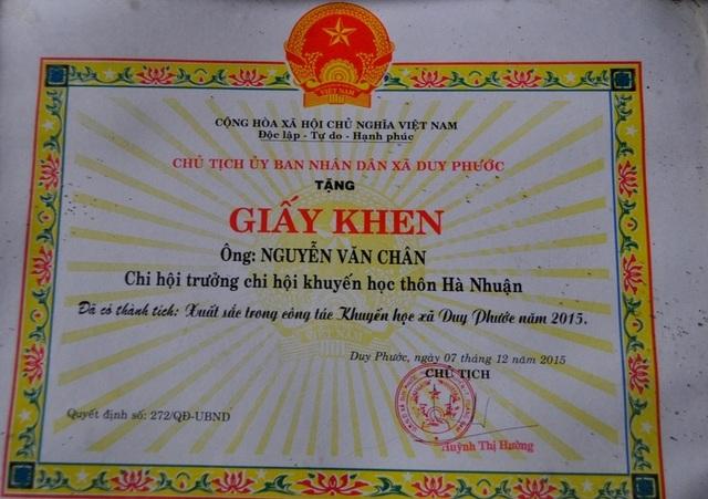 Giấy khen dành cho ông Nguyễn Văn Chân.