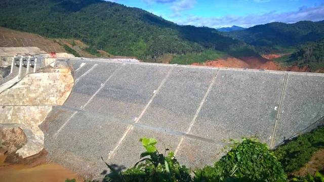 Toàn cảnh đập dâng thủy điện Sông Bung 2