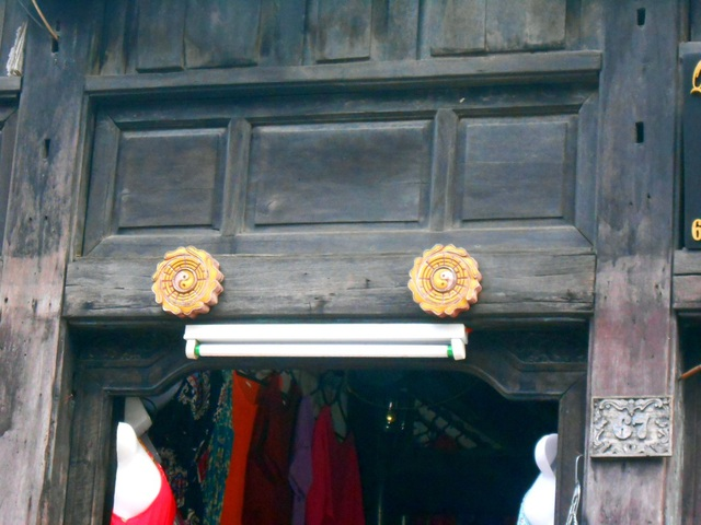 """Hội An có hơn 20 loại """"mắt cửa"""" với nhiều hình dáng, màu sắc khác nhau"""
