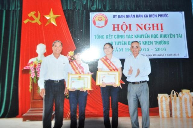 Trao thưởng cho 2 em học sinh Điện Phước đạt thành tích trong kỳ thi cấp Quốc gia