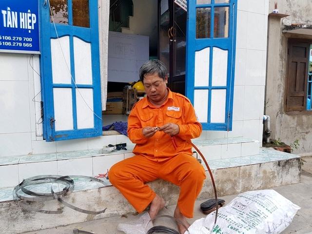 Những người thợ điện phục vụ dân trên đảo Cù Lao Chàm