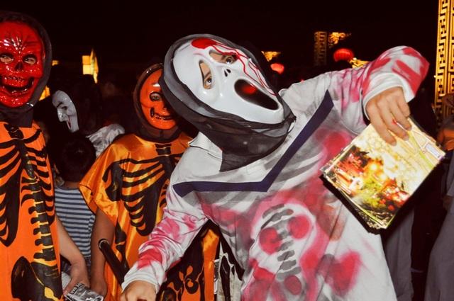 Nhiều nhà hàng, quán bar cho người hóa trang Halloween để chào mời khách