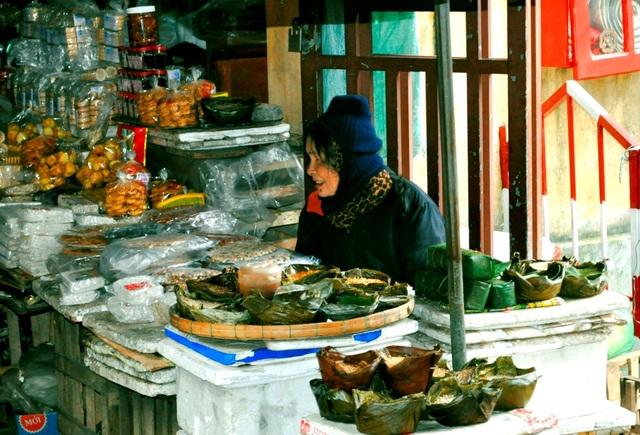 Nhiều đặc sản truyền thống được bày bán