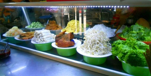 Với nhiều món ăn ngon, hấp dẫn nhưng giá chưa tới một USD