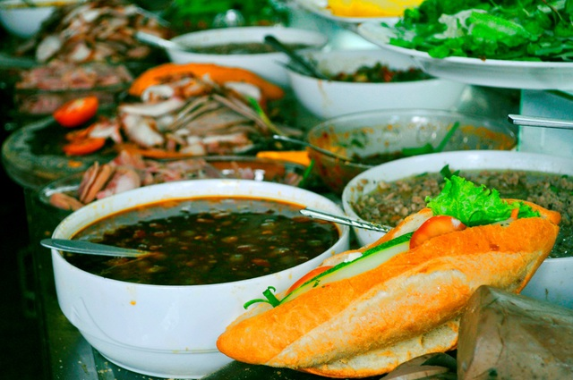 Bánh mỳ Hội An kẹp pate, thịt xíu, rau thơm…là món bạn không nên bỏ qua