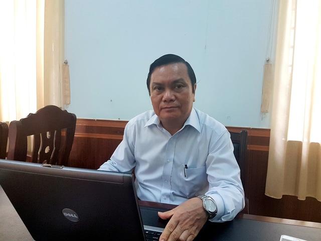 Ông Trần Ngọc Sơn trao đổi với PV về tình hình khó khăn hiện nay của trường