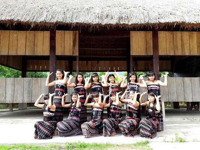 Đội múa za zá của lớp 8/1 trường Phổ thông Dân tộc bán trú THCS Nguyễn Văn Trỗi, huyện Tây Giang