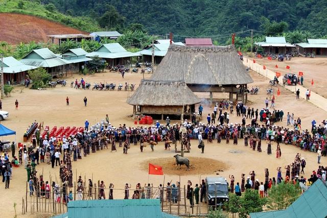 Trong các lễ hội của đồng bào Cơtu không thể thiếu điệu múa tung tung za zá truyền thống