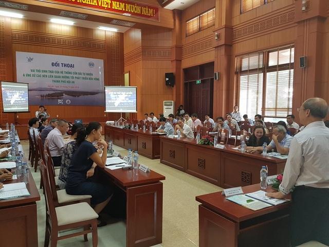 """Buổi đối thoại về """"vai trò sinh thái của hệ thống cồn bãi tự nhiên - Ứng xử các bên liên quan hướng tới phát triển bền vững TP Hội An"""" được tổ chức chiều ngày 23/11 tại TP Hội An"""
