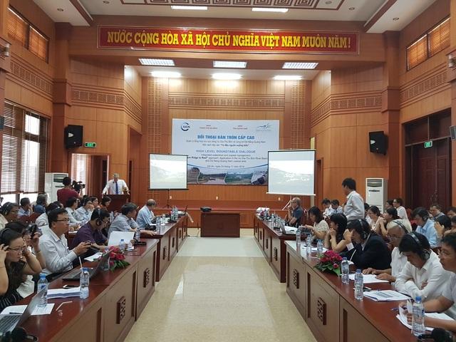Các đại biểu là chuyên gia, nhà quản lý… bàn về quản lý lưu vực Vu Gia – Thu Bồn ngày 24/11 tại Hội An
