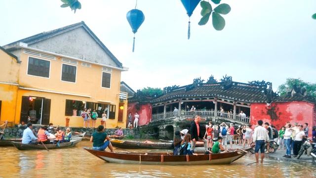 Chùa Cầu cũng trở thành địa điểm thu hút du khách