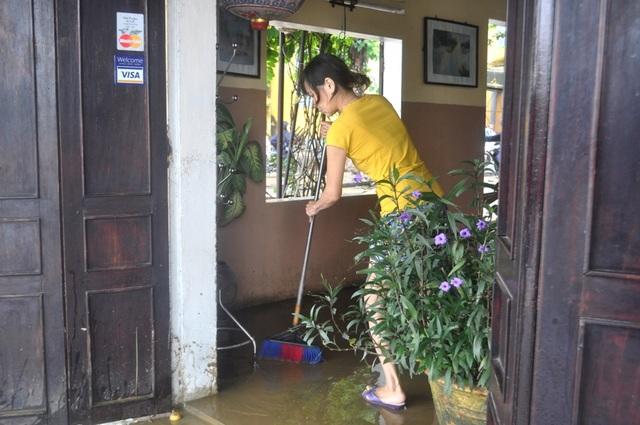 Công tác dọn dẹp được thực hiện khẩn trương