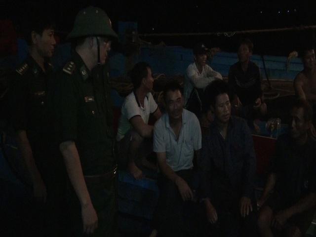Lực lượng biên phòng trắng đêm cứu tàu và các thuyền viên bị nạn
