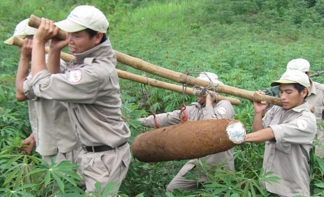 Quả bom MK81, chiều dài 1,2m, đường kính 23cm và trọng lượng 120kg, được phát hiện tại huyện Hướng Hóa
