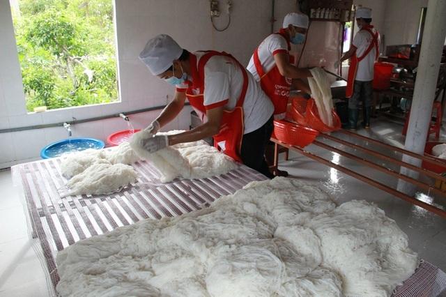 Nhóm thành viên cơ sở bún Vạn Linh đặt mục tiêu chú trọng khâu vệ sinh, đảm bảo làm ra sản phẩm sạch