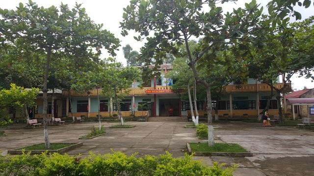 Nhiều gia đình có con đang theo học tại trường THCS Vĩnh Sơn có hoàn cảnh còn khó khăn nên việc kiếm ra số tiền vài trăm ngàn đồng để nộp quỹ xây dựng trường cũng không hề dễ dàng.