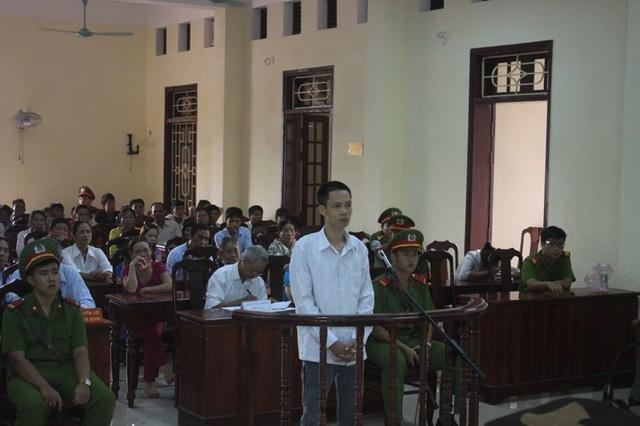 Bị cáo Trần Đình Thịnh nghe HĐXX luận tội