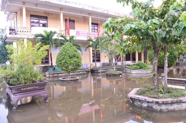 Nhiều khu vực vẫn bị ngập nước.