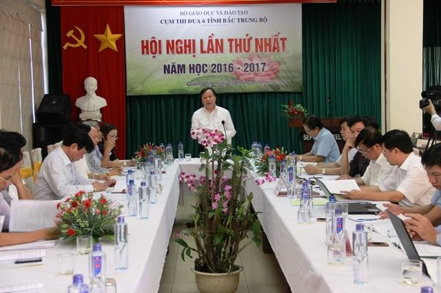 Ông Hoàng Đức Thắm - Giám đốc Sở GD-ĐT tỉnh Quảng Trị chủ trì hội nghị.